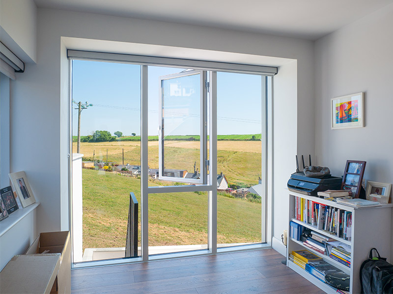 Lift and slide door bedroom